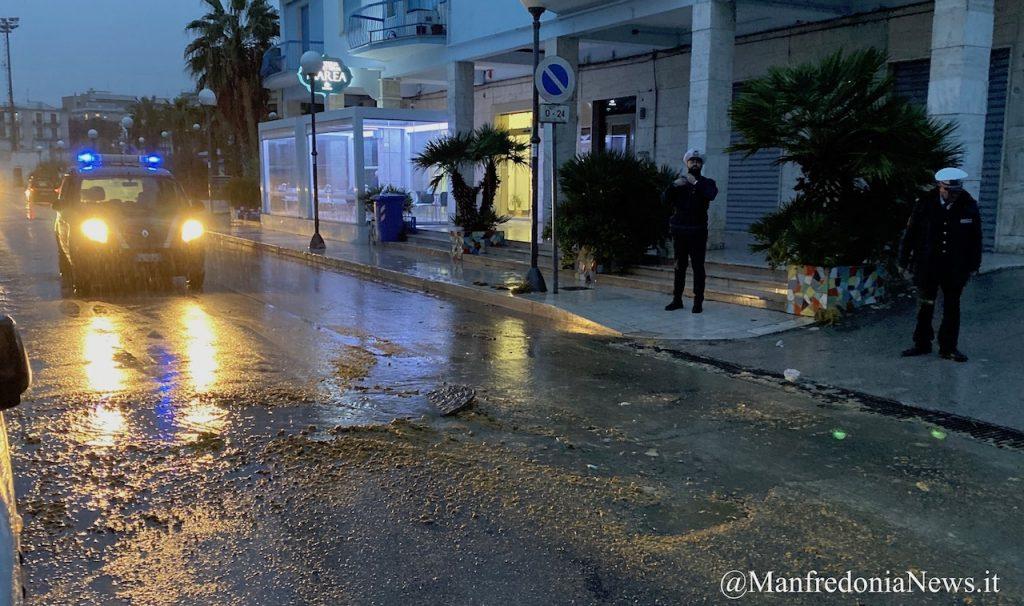 Salta tombino della fogna nera sul lungomare di Manfredonia (Foto&Video) - Manfredonia News